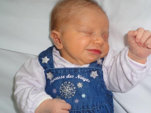 Félicitations katty, la petite Célia est née.... Dsc00211