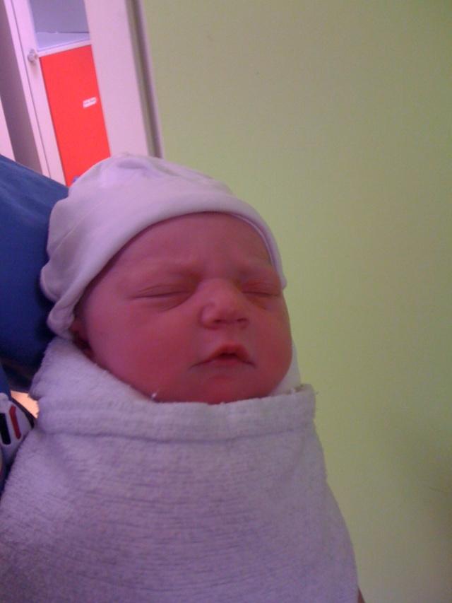 Félicitations katty, la petite Célia est née.... I_phon13