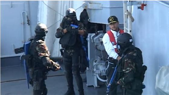 PASSEX 2014-1 ( USS Elrod (FFG55) et RMN Allal Ben Abdellah (615) ) Sfmari10