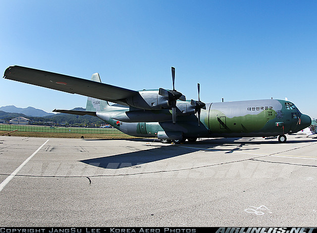 Photos d'avions militaires en plein vol - Page 13 C13010