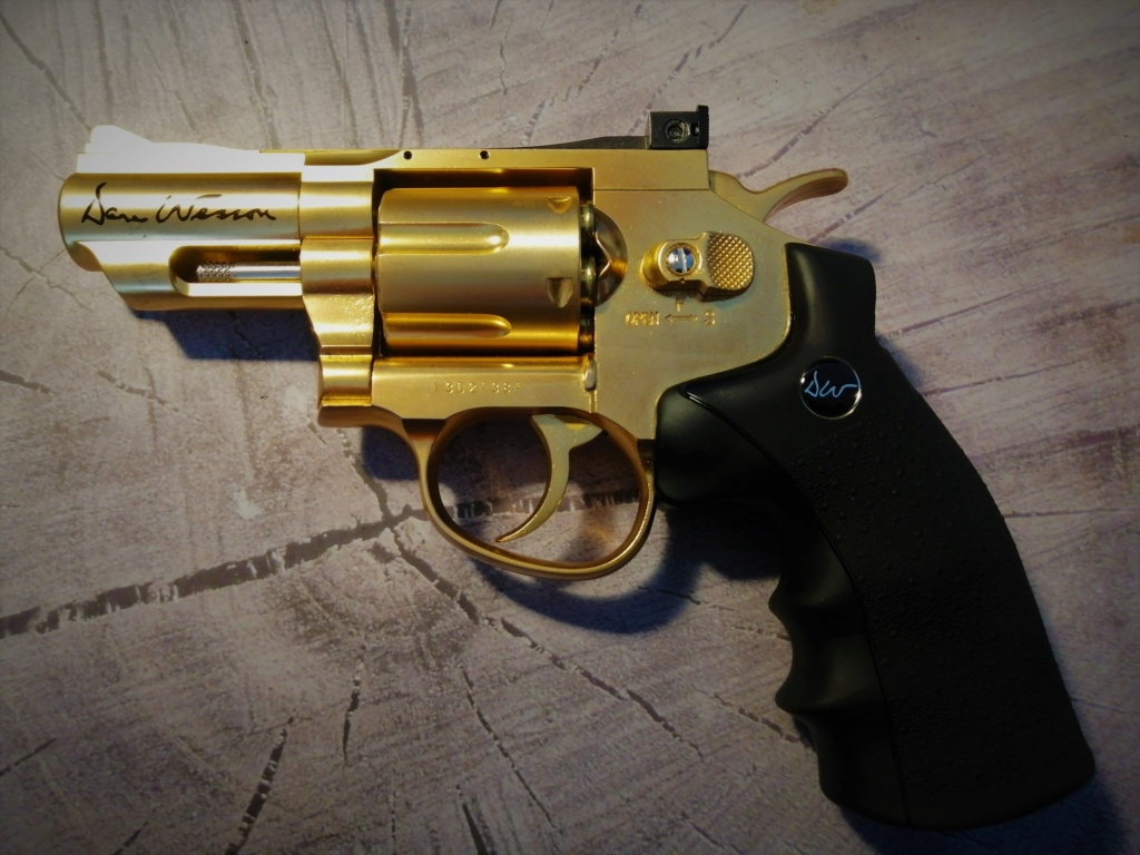 "Dan Wesson 2.5"" gold edition Img_2017"