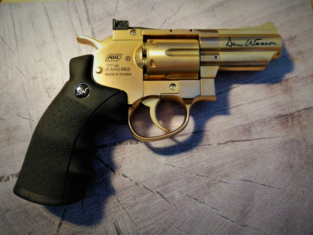 "Dan Wesson 2.5"" gold edition Img_2018"
