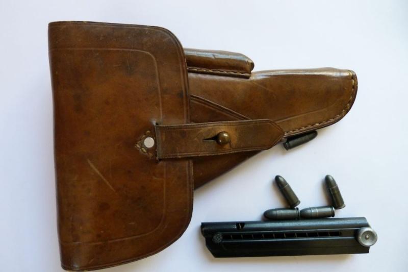 Les étuis et accessoires des pistolets Luger produits par Mauser en 1945-1946. 00111