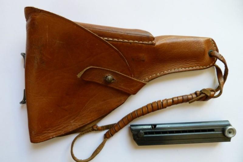 Les étuis et accessoires des pistolets Luger produits par Mauser en 1945-1946. 00211