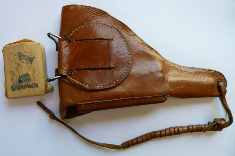 Les étuis et accessoires des pistolets Luger produits par Mauser en 1945-1946. 00312