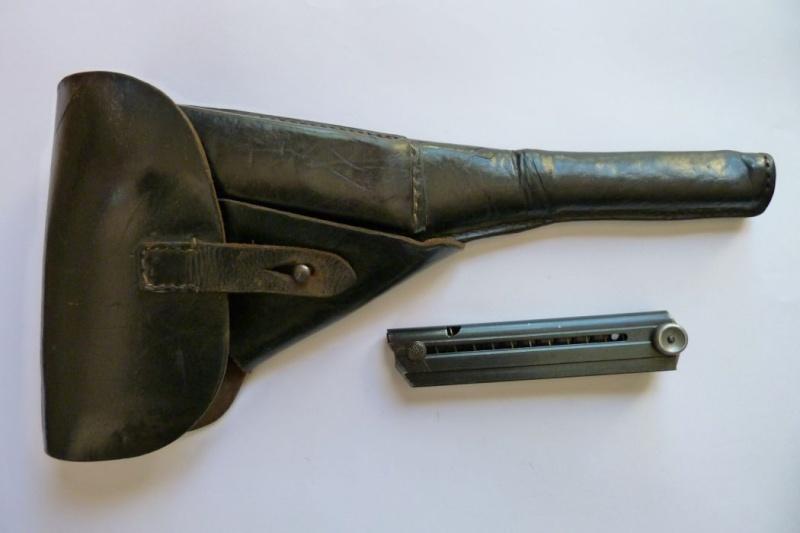 Les étuis et accessoires des pistolets Luger produits par Mauser en 1945-1946. 00411