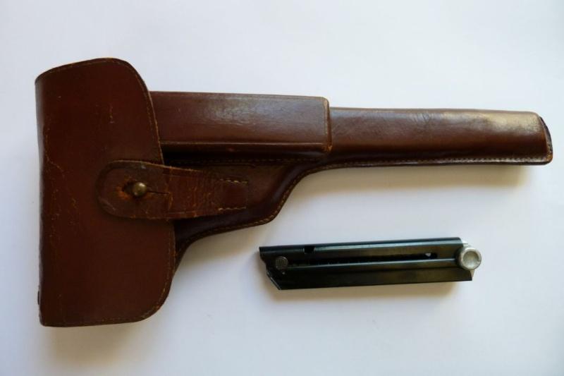 Les étuis et accessoires des pistolets Luger produits par Mauser en 1945-1946. 00512