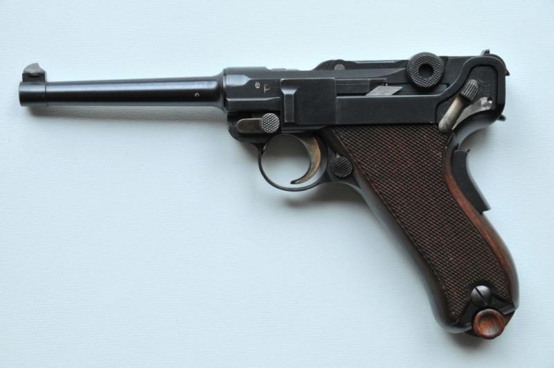 Les Luger suisses, modèles 1906 produits par la Waffen Fabrick à Berne. Wb_06_10