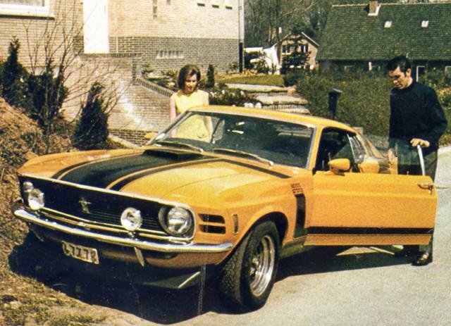 Vieille photo qui inclus des Mustang 65-73  0eddym10
