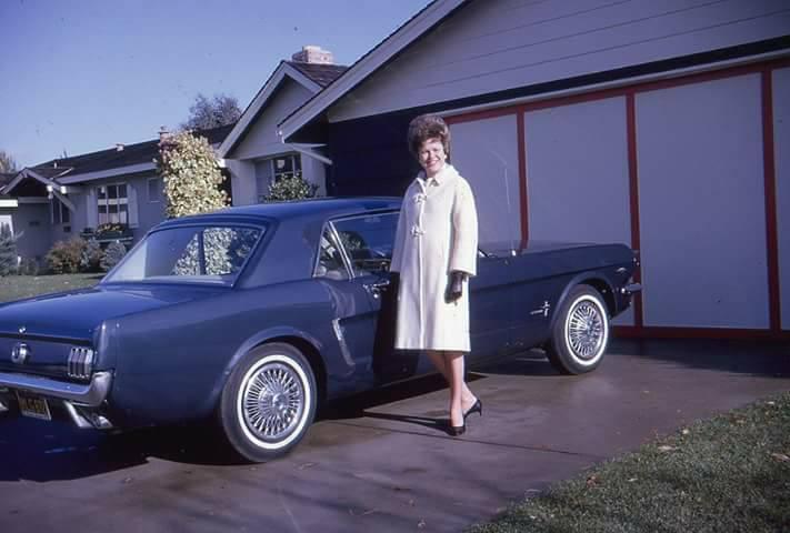 Vieille photo qui inclus des Mustang 65-73  - Page 6 10142810