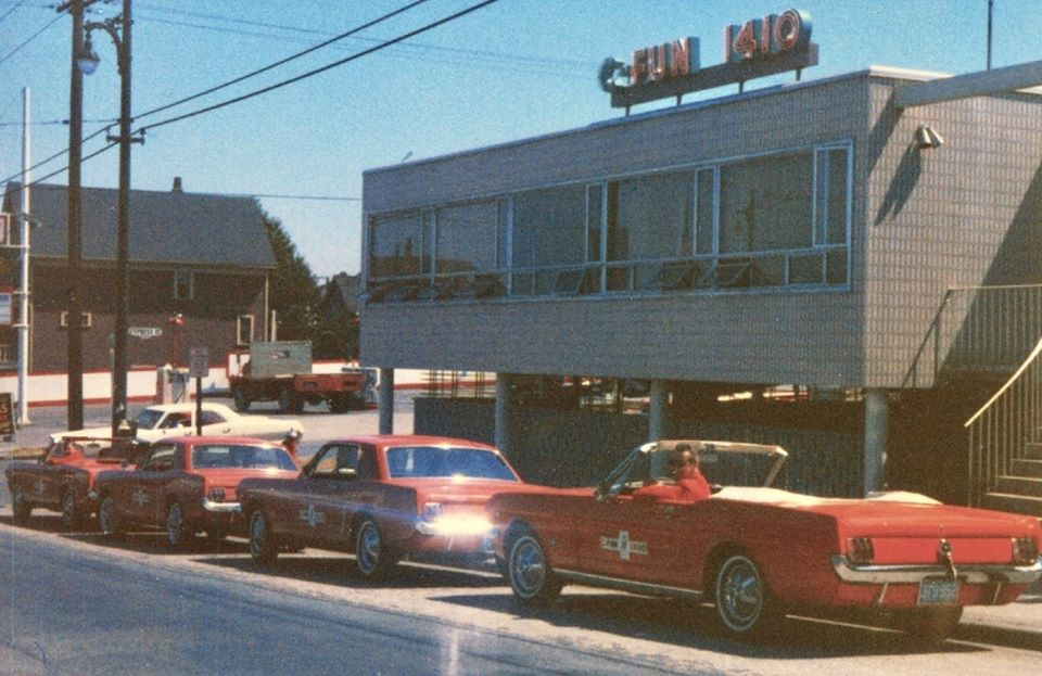 Vieille photo qui inclus des Mustang 65-73  - Page 6 10439210