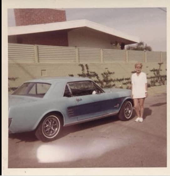 Vieille photo qui inclus des Mustang 65-73  - Page 6 11916310