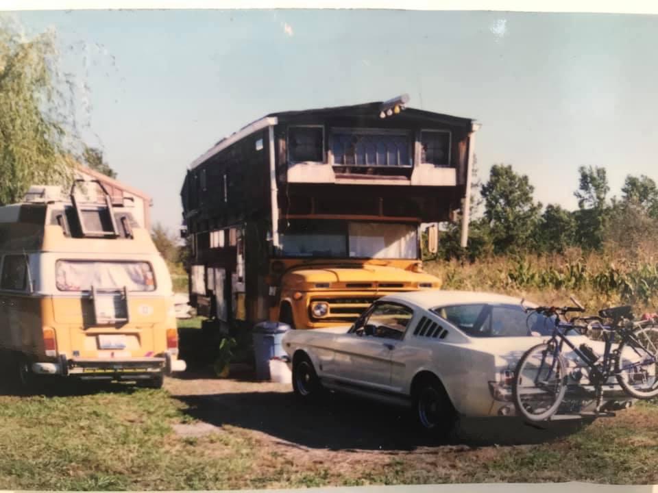 Vieille photo qui inclus des Mustang 65-73  - Page 7 12304210