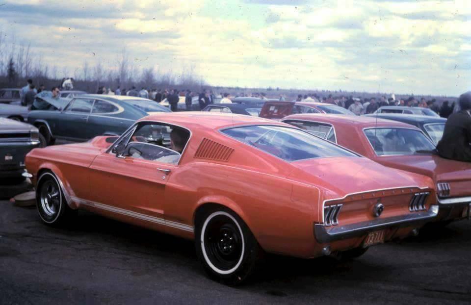 Vieille photo qui inclus des Mustang 65-73  - Page 7 14016810