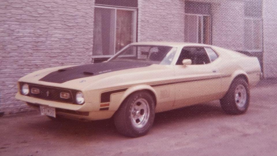 Vieille photo qui inclus des Mustang 65-73  - Page 7 14646210