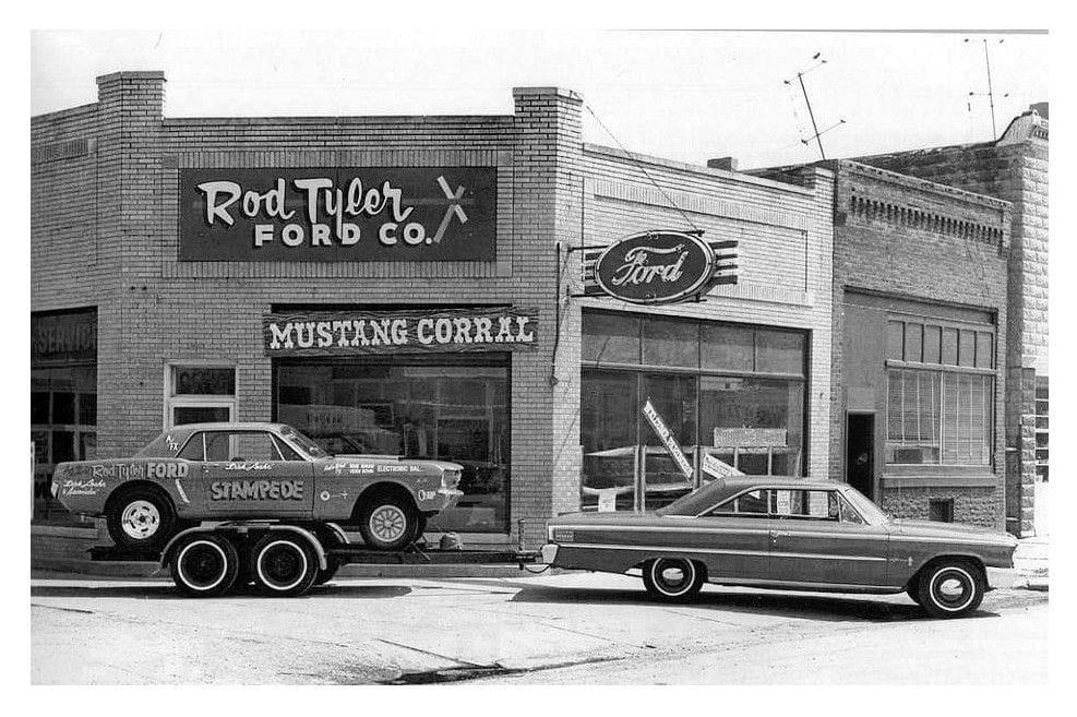 Vieille photo qui inclus des Mustang 65-73  - Page 7 15185110