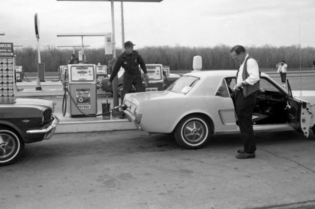 Vieille photo qui inclus des Mustang 65-73  - Page 7 15872810