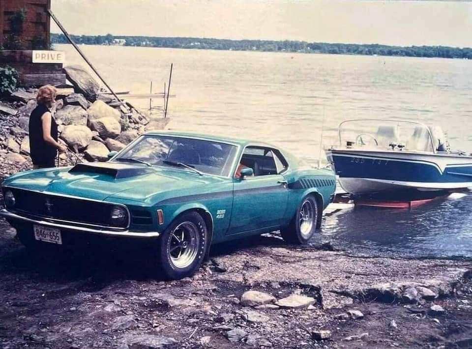 Vieille photo qui inclus des Mustang 65-73  - Page 7 16205710