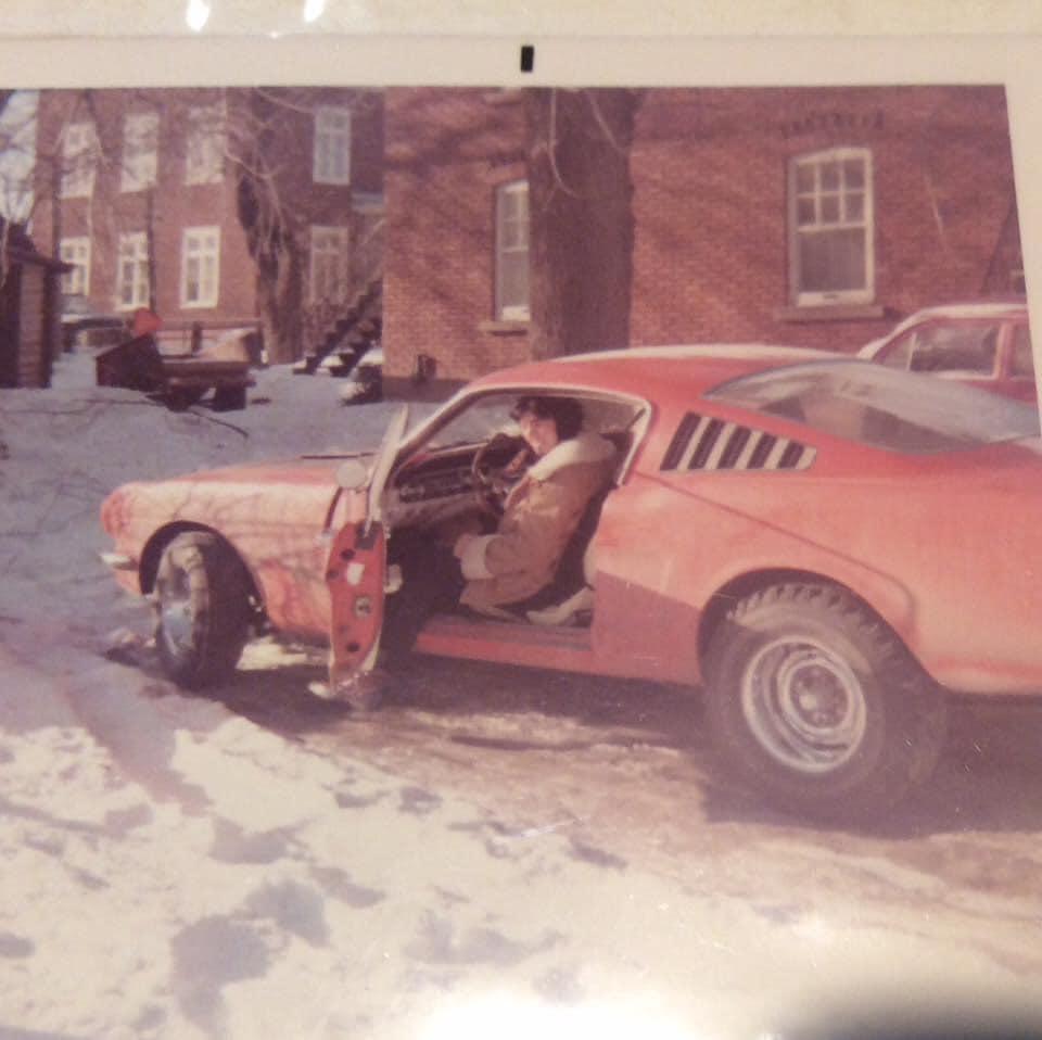 Vieille photo qui inclus des Mustang 65-73  - Page 6 1965_q10