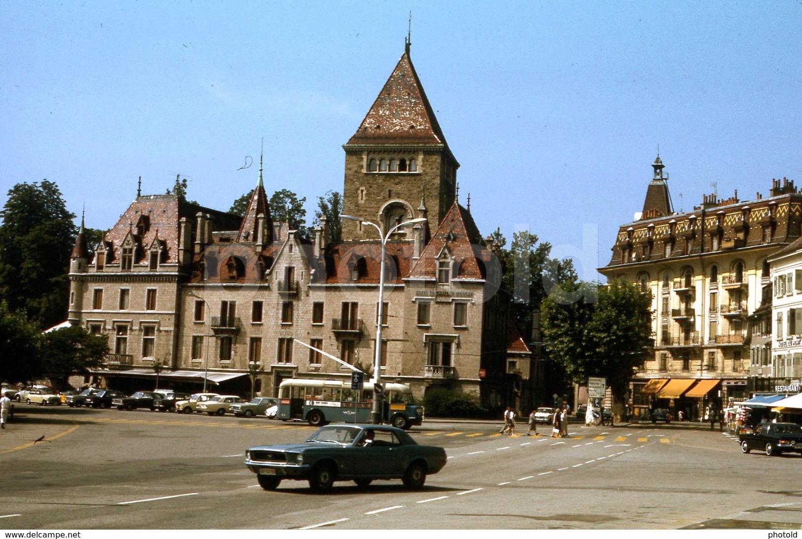Vieille photo qui inclus des Mustang 65-73  1970_l10