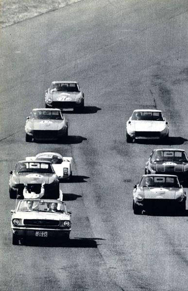 Vieille photo qui inclus des Mustang 65-73  1971_s10