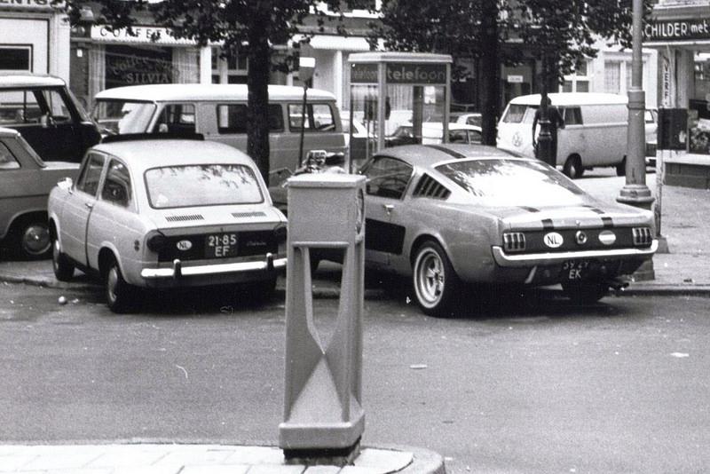 Vieille photo qui inclus des Mustang 65-73  1972_210