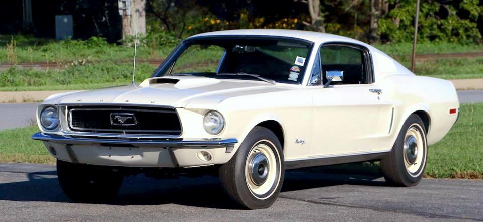 Vieille photo qui inclus des Mustang 65-73  32294410