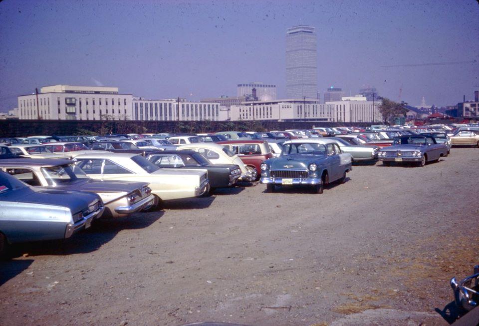 Vieille photo qui inclus des Mustang 65-73  37000410