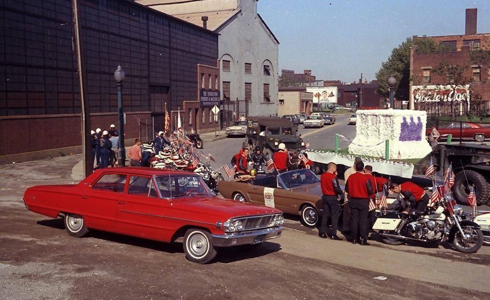 Vieille photo qui inclus des Mustang 65-73  38513910