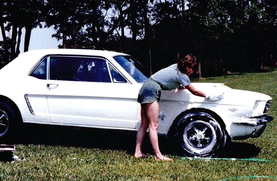 Vieille photo qui inclus des Mustang 65-73  42622010