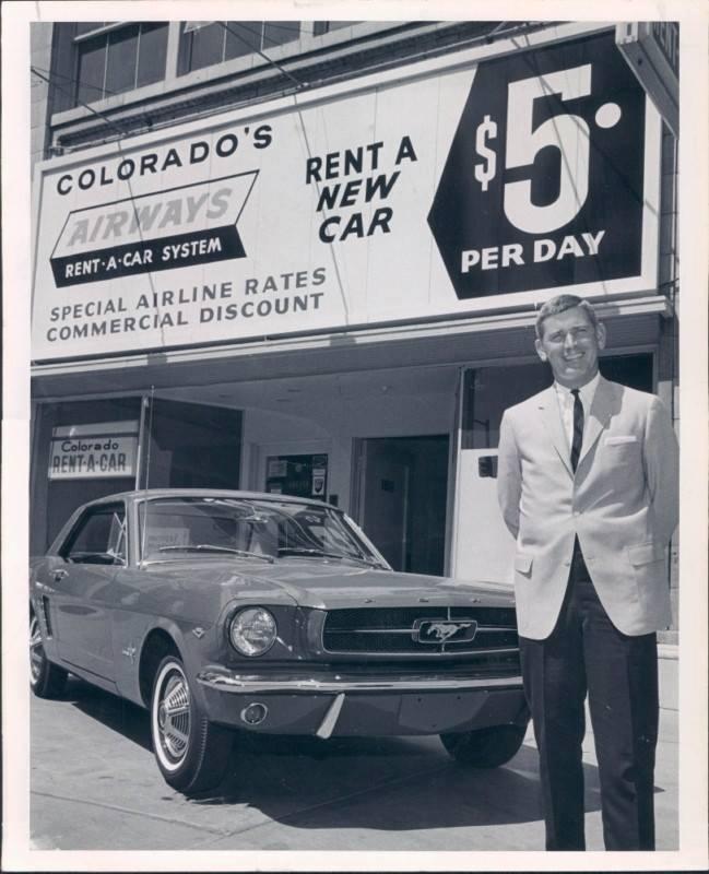 Vieille photo qui inclus des Mustang 65-73  48326710