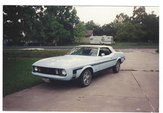 Vieille photo qui inclus des Mustang 65-73  58325210