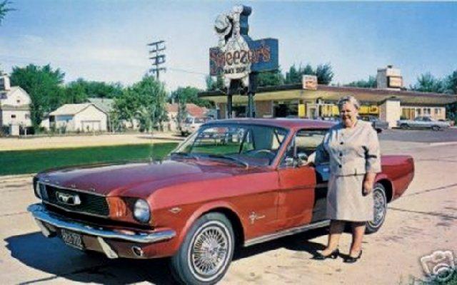 Vieille photo qui inclus des Mustang 65-73  - Page 6 62f6_110