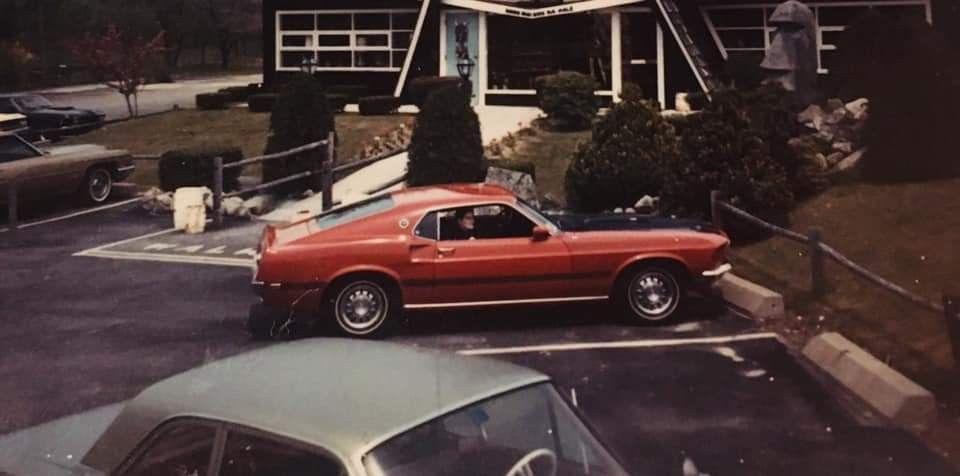 Vieille photo qui inclus des Mustang 65-73  - Page 6 89054110