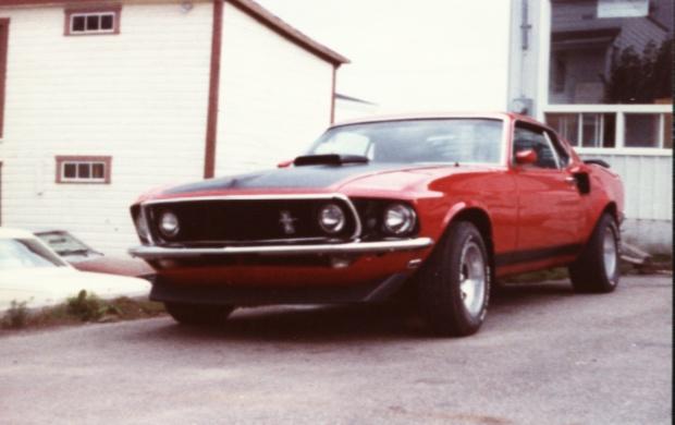 Vieille photo qui inclus des Mustang 65-73  - Page 6 97928010