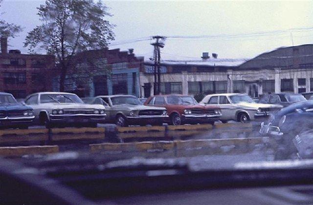 Vieille photo qui inclus des Mustang 65-73  - Page 7 A27510