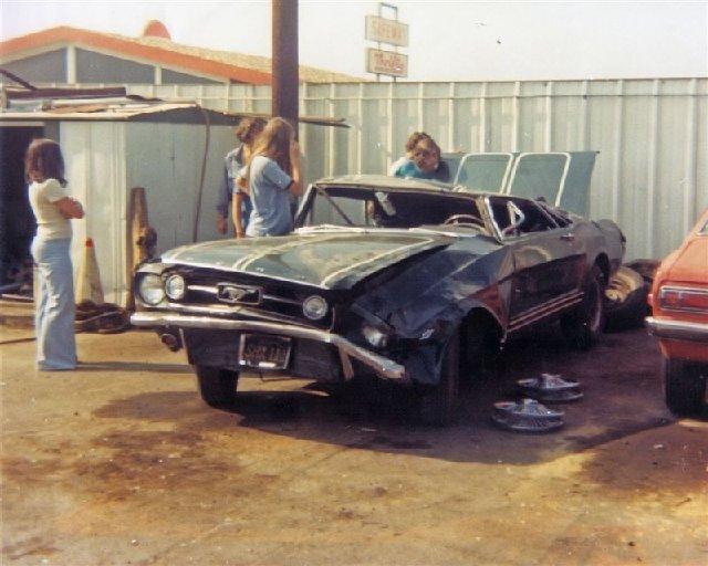 Vieille photo qui inclus des Mustang 65-73  - Page 7 B8410
