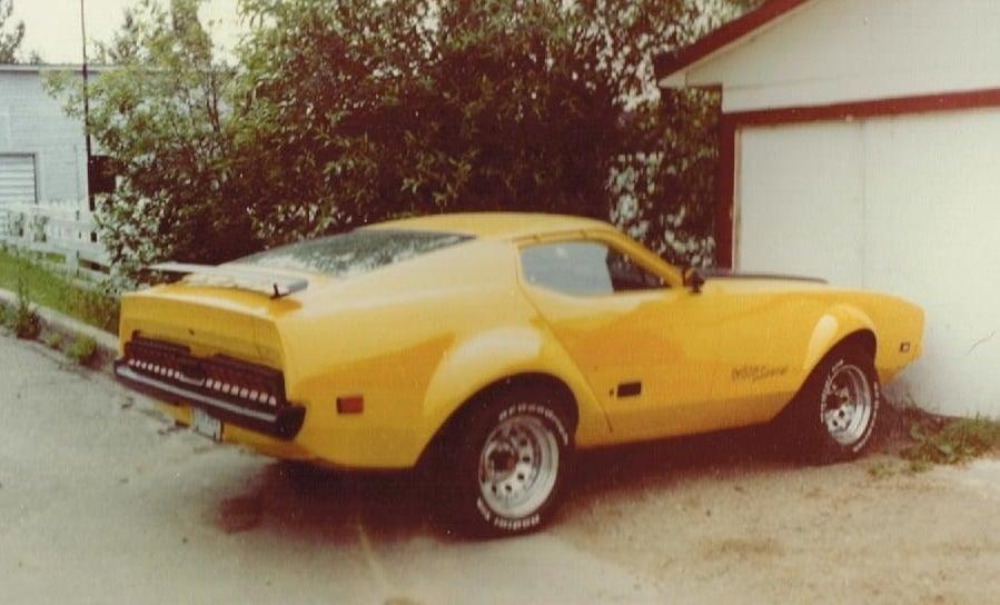 Vieille photo qui inclus des Mustang 65-73  - Page 8 Dany_p10