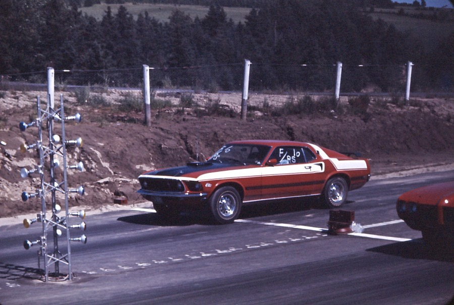 Vieille photo qui inclus des Mustang 65-73  - Page 6 Gilber10