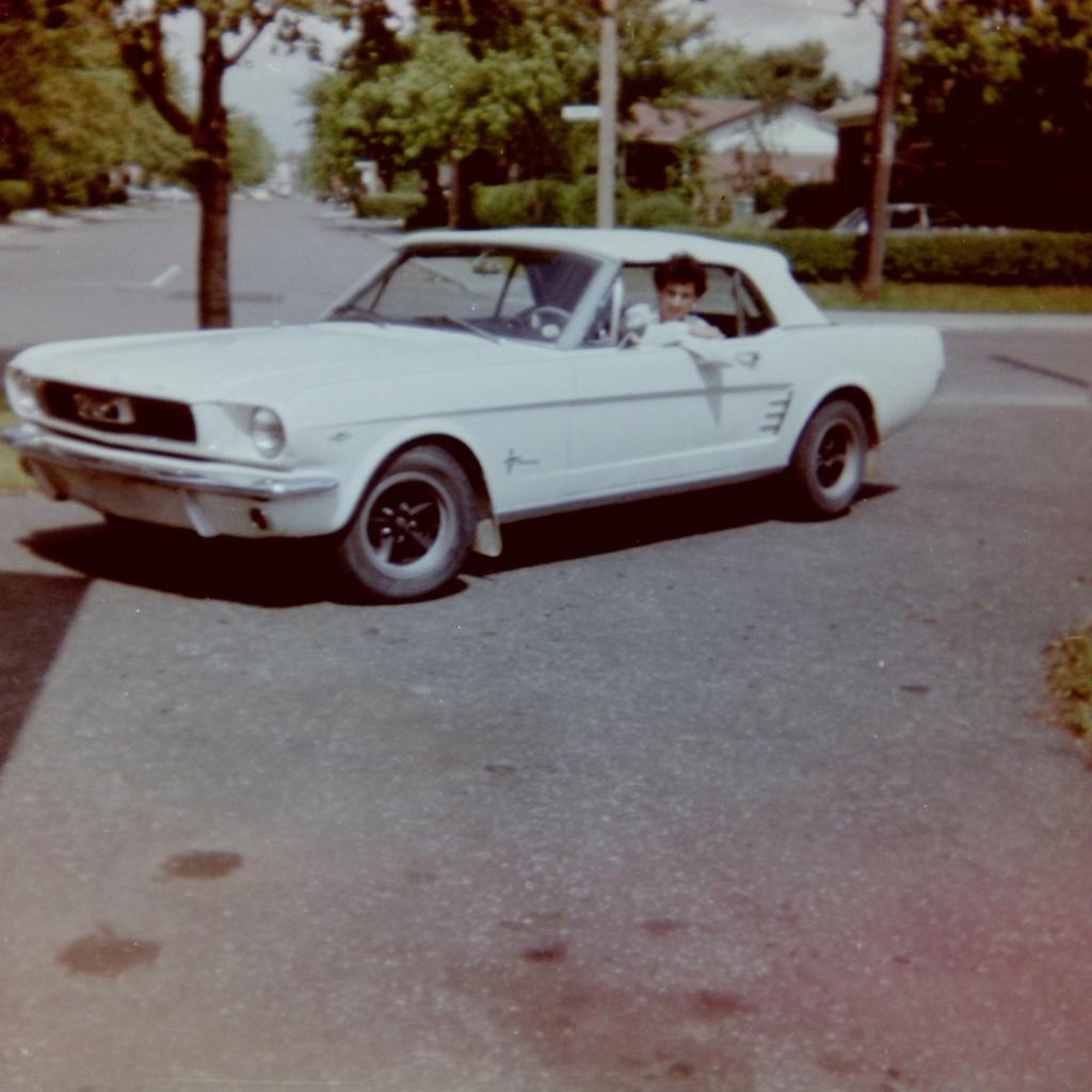 Vieille photo qui inclus des Mustang 65-73  - Page 8 Jean-m10