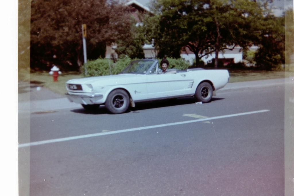 Vieille photo qui inclus des Mustang 65-73  - Page 8 Jean-m11