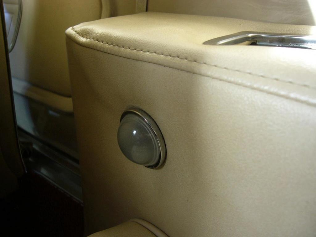 (9) Option, lumières pour siège arrière, Mustang hardtop et décapotable 1967 Jmmoto10