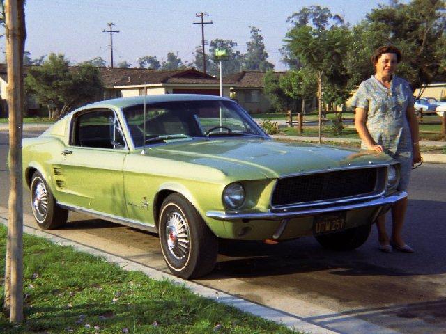 Vieille photo qui inclus des Mustang 65-73  - Page 8 Juin6910