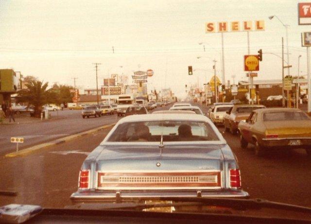 Vieille photo qui inclus des Mustang 65-73  - Page 6 Lasveg11