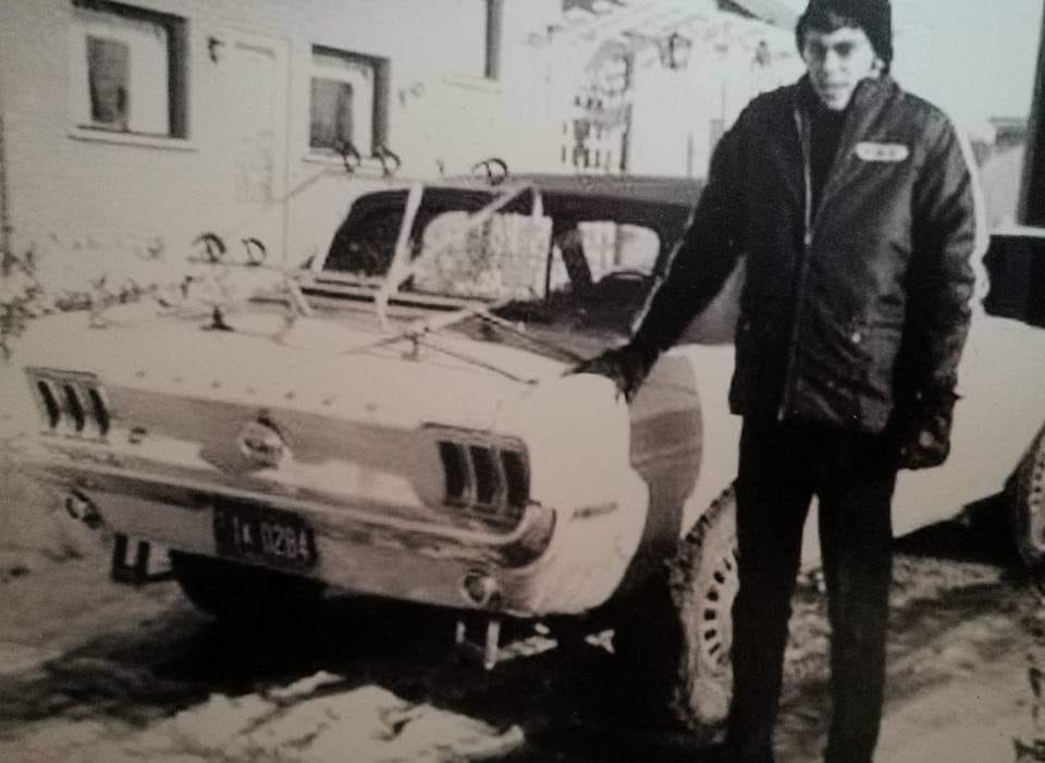 Vieille photo qui inclus des Mustang 65-73  - Page 6 Mustan54