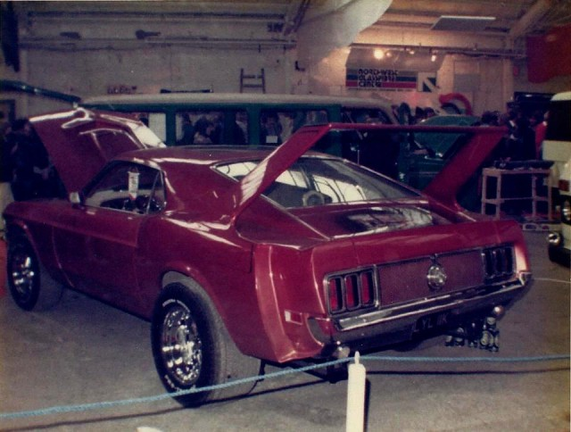 Vieille photo qui inclus des Mustang 65-73  Stang_10