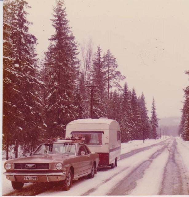 Vieille photo qui inclus des Mustang 65-73  - Page 6 Sue_312