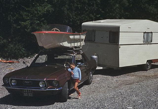 Vieille photo qui inclus des Mustang 65-73  - Page 7 Vacanc10