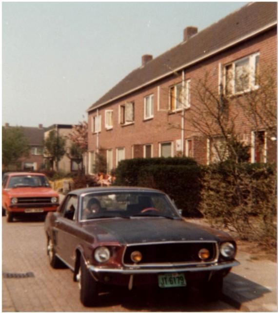 Vieille photo qui inclus des Mustang 65-73  Vintag11