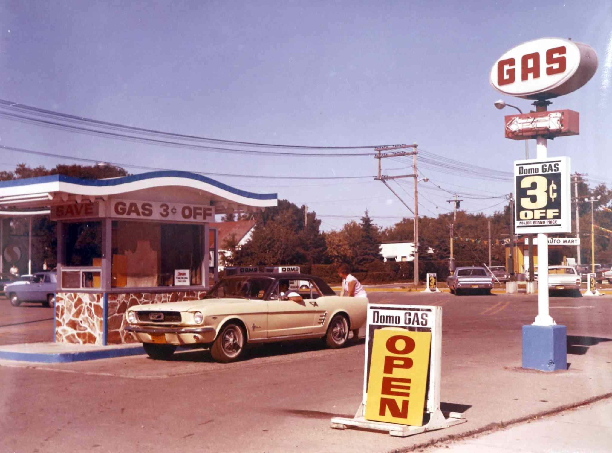 Vieille photo qui inclus des Mustang 65-73  Winnip10